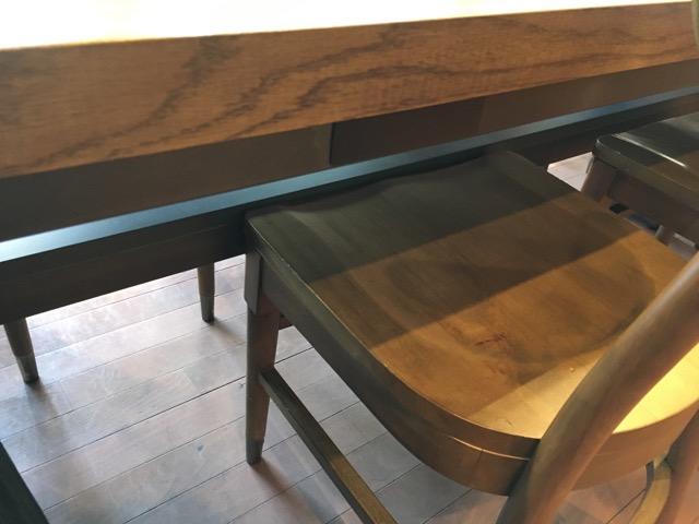 スタバ三軒茶屋店の2階にあるテーブル