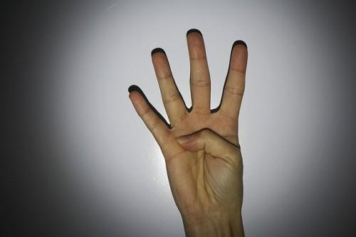 hand-613255_640
