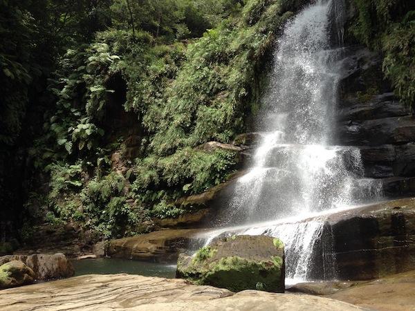 西表のナーラの滝